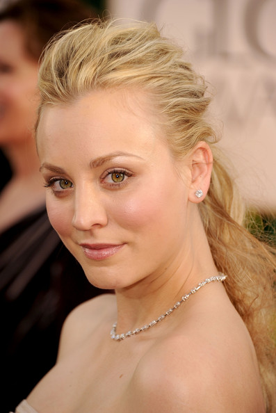 http://www4.pictures.zimbio.com/gi/Kaley+Cuoco+68th+Annual+Golden+Globe+Awards+_N4bjAL2Ft2l.jpg