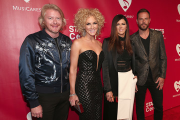 Karen Fairchild Phillip Sweet 2016 MusiCares Person of the Year Honoring Lionel Richie - Red Carpet