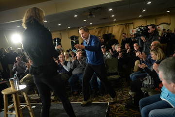 Karen Kasich John Kasich Campaigns in New Hampshire One Day Before Primary