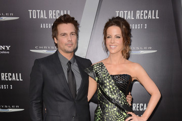 """Kate Beckinsale Len Wiseman Premiere Of Columbia Pictures' """"Total Recall"""" - Arrivals"""