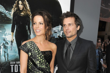 """Kate Beckinsale Len Wiseman Premiere Of Columbia Pictures' """"Total Recall"""" - Red Carpet"""