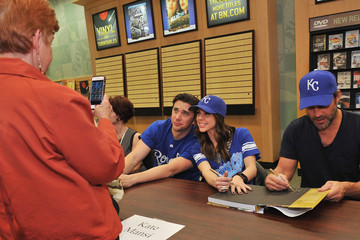 Kate Mansi Billy Flynn 'Days of Our Lives' Book Signing - Oak Park Mall Barnes and Noble