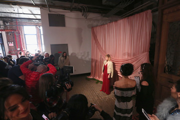 Kate Mara alice + olivia by Stacey Bendet Fall 2017 Presentation