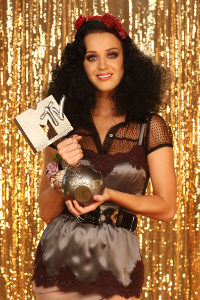 Katy Perry will be hosting the MTV Europe Music Awards for the second year running. The show will broadcast live from Berlin on MTV on 5 November.