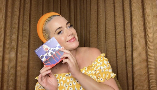 Katy Perry Q&A With Singapore-Based Global E-Retailer SHEIN [yellow,textile,fashion accessory,smile,fashion accessory,katy perry,global e-retailer shein,q a,yellow,q a livestream,screengrab,textile,smile,singapore,yellow,blond]