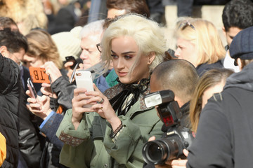 Katy Perry Marc Jacobs Fall 2017 Show - Front Row