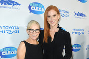Rachael Harris (L) and Sarah Rafferty attend Keep It Clean Live Comedy To Benefit Waterkeeper Alliance on February 21, 2019 in Los Angeles, California.