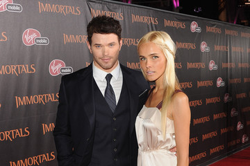 "Kellan Lutz Relativity Media Presents A estréia mundial de ""Immortals"" - Red Carpet"