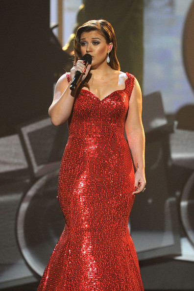2011 American Music Awards - Show [clothing,dress,fashion model,gown,performance,red,singer,lady,fashion,beauty,kelly clarkson,american music awards,california,los angeles,nokia theatre l.a. live,show]
