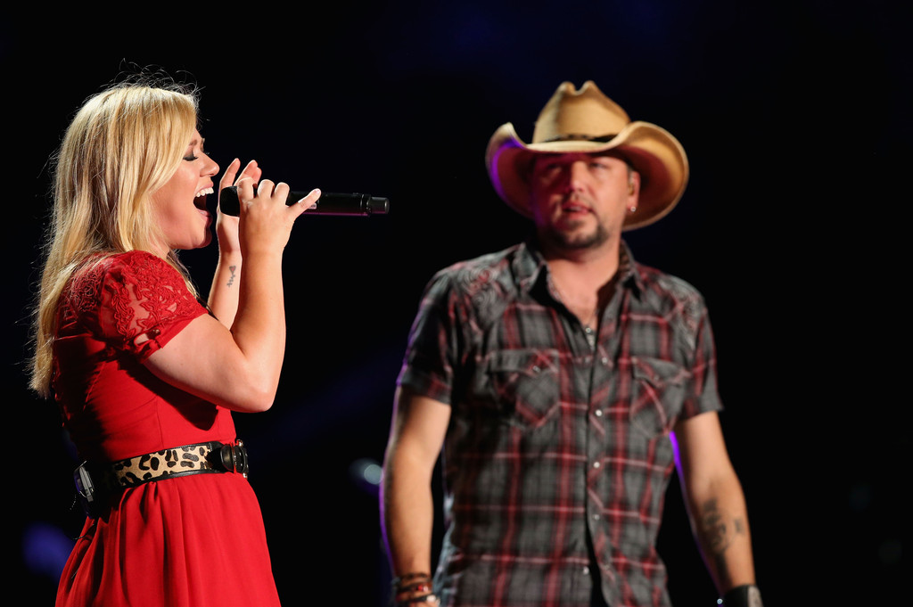 kelly clarkson dating graham colton Kelly clarkson talks about her breakup with boyfriend graham colton kelly clarkson has revealed the reasons behind her recent breakup with boyfriend graham colton, telling us weekly that after touring together during her 2005 concert tour, a long-distance relationship just wasn't working for the couple.