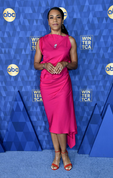 ABC Television's Winter Press Tour 2020 - Arrivals [winter press tour 2020 - arrivals,clothing,dress,blue,carpet,electric blue,hairstyle,red carpet,flooring,fashion,premiere,kelly mccreary,pasadena,california,the langham huntington,abc television,winter press tour 2020,kelly mccreary,greys anatomy,television,maggie pierce,american broadcasting company,celebrity,actor,united states]