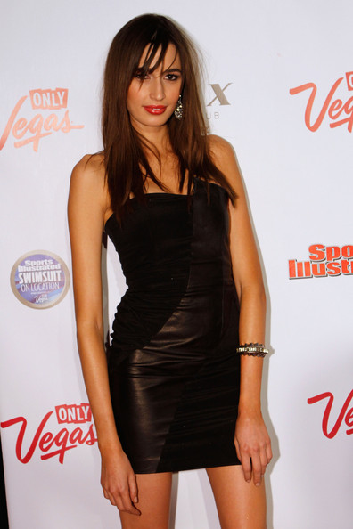 kenza fourati dating Model irina shayk nabbed the cover of this year's sports illustrated swimsuit issue, and inside there are plenty more bikini-clad ladies brooklyn decker, who was on the front of 2010's edition, is a big movie star now after starring in the box office champ film just go with it, but she returned to her roots to.
