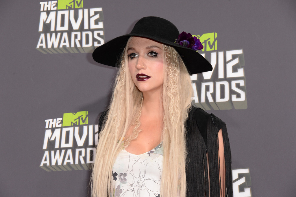 مـهـرجــــان 2013 Movie Awards Kesha 2013 MTV Movie Awards Arrivals TfFcqaTnUZ2x.jpg