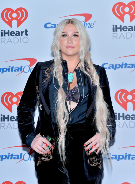 Kesha on the Red Carpet at the iHeartRadio KISS FM Jingle Ball ...
