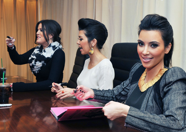 http://www4.pictures.zimbio.com/gi/Kim+Khloe+Kourtney+Kardashian+Sign+Copies+dNIuDruEkBEl.jpg