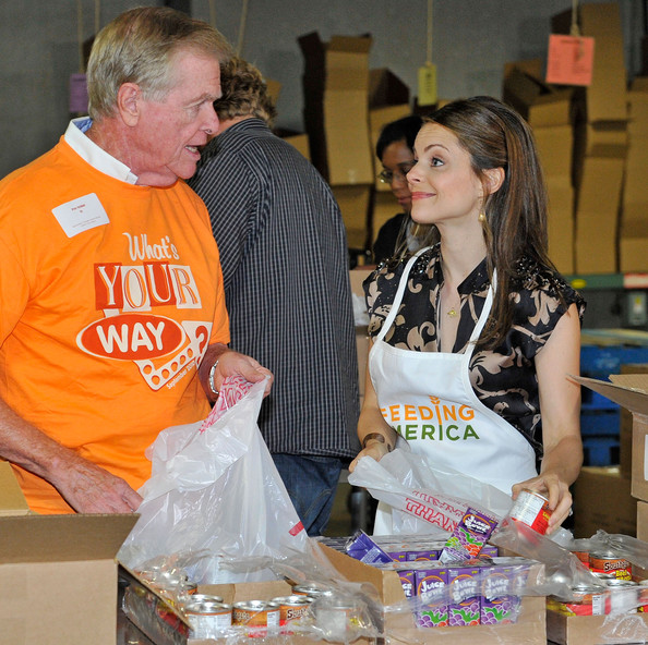 Kimberly Williams Paisley Kicks Off Feeding America's Hunger Action Month