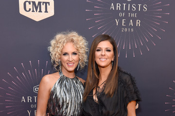 Kimberly Schlapman 2018 CMT Artists Of The Year - Red Carpet