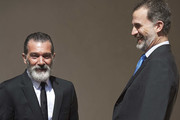 Spanish actor Antonio Banderas (L) receives the 'Camino Real' award from King Felipe VI of Spain (R) at the Alcala de Henares University on April 26, 2017 in Alcala de Henares, Spain.