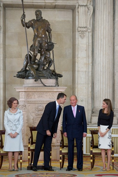 (L-R) Queen Sofia of Spain, Princess Sofia of Spain,  Prince Felipe of Spain, Princess Leonor of Spain, King Juan Carlos of Spain and Princess Letizia of Spain attend the official abdication ceremony at the Royal Palace on June 18, 2014 in Madrid, Spain.