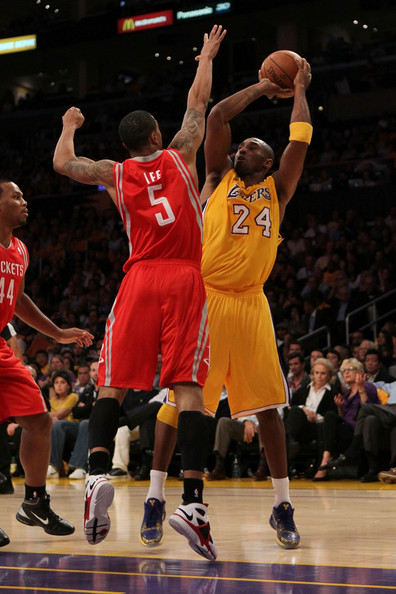 Courtney Lee and Kobe Bryant - Houston Rockets v Los Angeles Lakers
