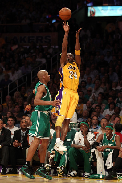 Kobe Bryant and Ray Allen Photos Photos - NBA Finals Game 6: Boston Celtics v Los Angeles Lakers ...