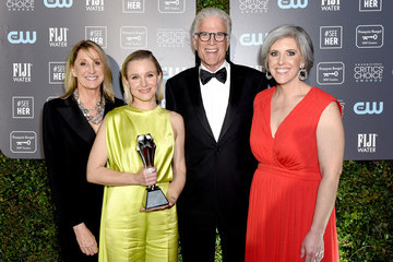 Kristen Bell Ted Danson Kristen Bell Accepts The #SeeHer Award At The 25th Annual Critics' Choice Awards