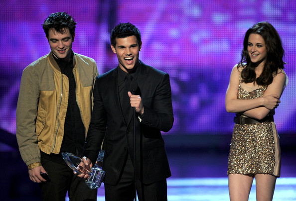People's Choice Awards 2011 - Página 2 Kristen+Stewart+2011+People+Choice+Awards+QMtBmLv3MLOl
