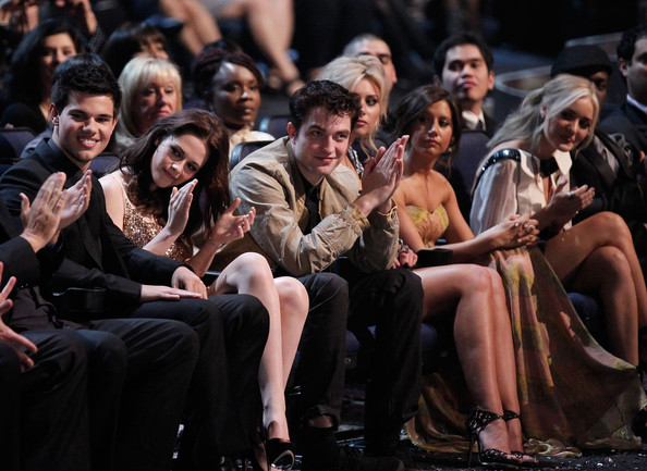 Kristen Stewart (L-R) Actors Taylor Lautner, Kristen Stewart, Robert Pattinson, Ashley Tisdale;Amanda Michalka attend the 2011 People's Choice Awards at Nokia Theatre L.A. Live on January 5, 2011 in Los Angeles, California.