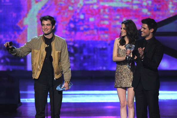 People's Choice Awards 2011 - Página 2 Kristen+Stewart+2011+People+Choice+Awards+qtsL5gWyMOJl