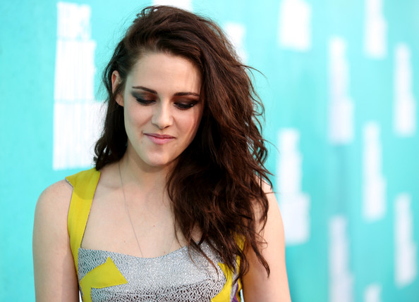 Kristen Stewart - 2012 MTV Movie Awards - Red Carpet