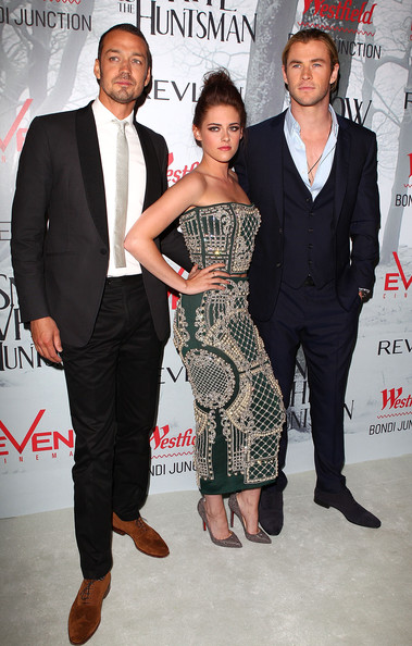 Kristen stewart and chris hemsworth photos photos snow for Miroir miroir blanche neige