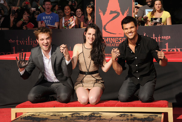 Kristen Stewart (L-R) Actors Robert Pattinson, Kristen Stewart and Taylor Lautner are Immortalized in a Hand and Footprint Ceremony at the Grauman's Chinese Theatre on November 3, 2011 in Hollywood, California.