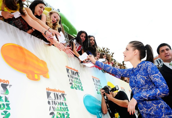 Kristen Stewart - Nickelodeon's 25th Annual Kids' Choice Awards - Red Carpet