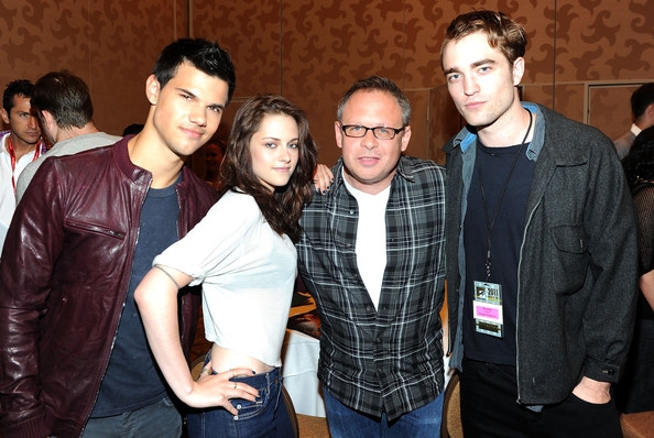 http://www4.pictures.zimbio.com/gi/Kristen+Stewart+Summit+Entertainment+Presents+JfOfwmaLoEPl.jpg