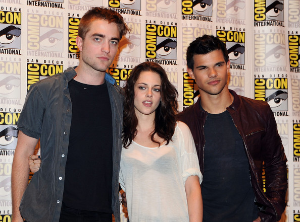 http://www4.pictures.zimbio.com/gi/Kristen+Stewart+Summit+Entertainment+Presents+K1Vd_IWXo2Pl.jpg