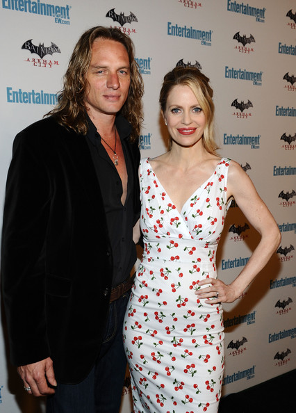 Family photo of the actress, married to Abri van Straten,  famous for Seinfeld & Once Upon a Time.