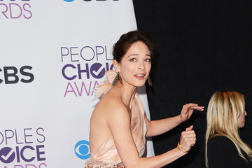 Kristin Kreuk 39th Annual People's Choice Awards - Press Room