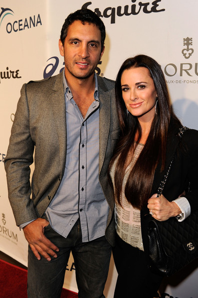 Kyle Richards TV personalities Mauricio Umansky and Kyle Richards arrive at the Oceana Benefit hosted by Equire House LA held at Esquire House LA on November 13, 2010 in Los Angeles, California.