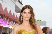 """Isabeli Fontana walks the red carpet ahead of the Opening Ceremony and the """"La Vérité"""" (The Truth) screening during the 76th Venice Film Festival at Sala Grande on August 28, 2019 in Venice, Italy."""