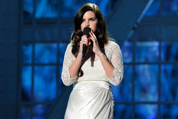Lana Del Rey Stars at the Breakthrough Prizes Ceremony