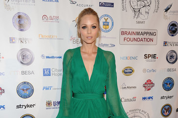 Laura Vandervoort Society For Brain Mapping And Therapeutics (SMBT) 12th Annual World Congress Black Tie Gala - Red Carpet