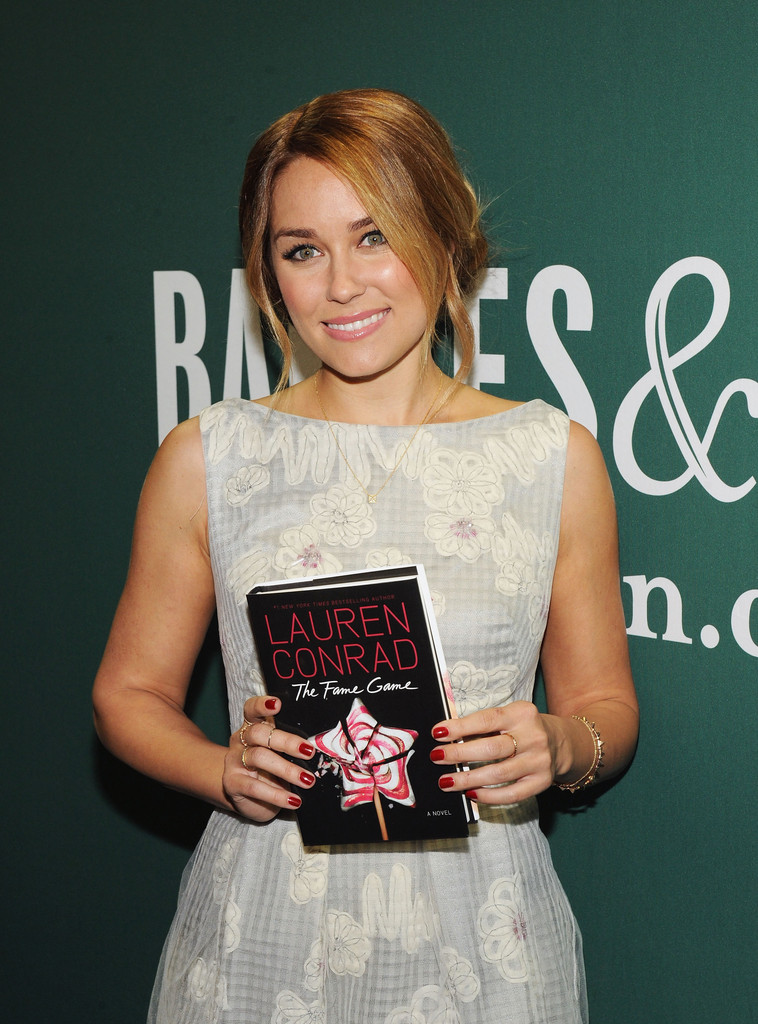 Lauren Conrad Lauren Conrad Photos Lauren Conrad Signs Copies Of The Fame Game Zimbio