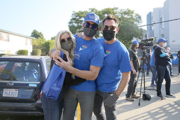 Lawrence Zarian Gregory Zarian Stars Deliver 1,900 Meals For Project Angel Food