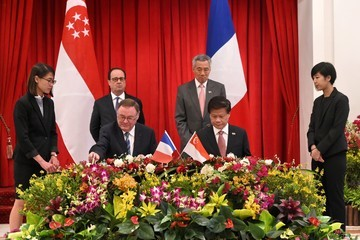 Lee Hsien Loong French President Francois Holland Visits Singapore