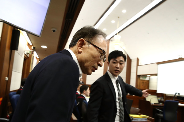 Ex-President Lee Myung-Bak Appears At First Court Hearing []