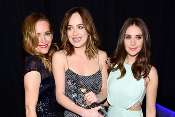 Leslie Mann Alison Brie People's Choice Awards 2016 - Backstage and Audience