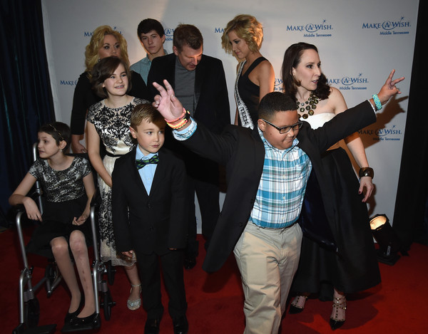 2016 Make-A-Wish Stars for Wishes [event,carpet,red carpet,premiere,fashion,flooring,fun,dress,formal wear,suit,make-a-wish stars for wishes,todd chrisley,julie chrisley,savannah chrisley,beth torres,wish kid levi,row,front row,miss tennessee usa,make-a-wish stars for wishes]