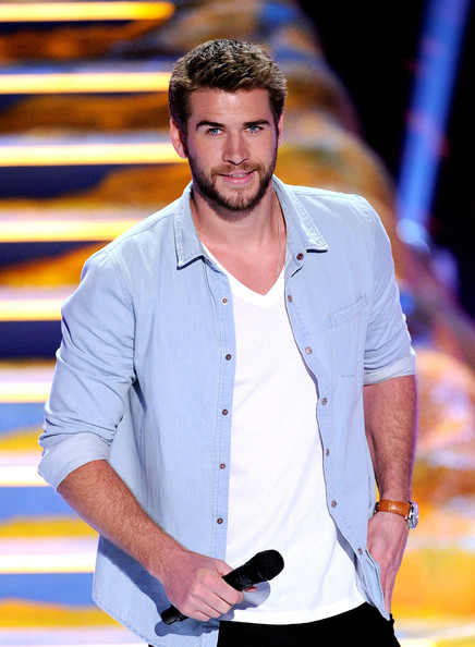 Liam Hemsworth Photos Photos - Inside the 2013 Teen Choice ...