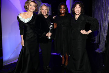 Lily Tomlin 19th CDGA (Costume Designers Guild Awards) - Backstage and Green Room