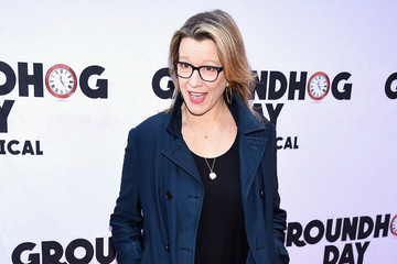 "Linda Emond ""Groundhog Day"" Broadway Opening Night - Arrivals & Curtain Call"